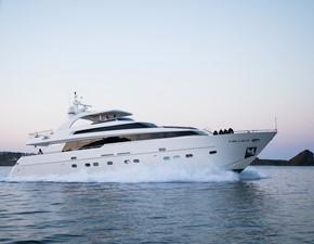 - 2 - 2008 SANLORENZO SL88 Motor Yacht Yacht MLS #226383 2