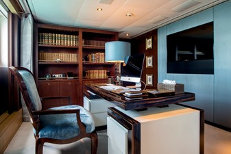 ASTRID CONROY 22 Master office
