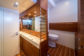 Itama 75' bathroom, head. For sale