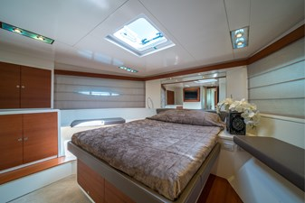 2011 Itama 75 for sale forward VIP cabin