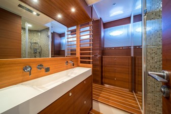 Itama 75 2011 for sale bathroom