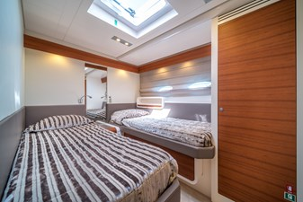 2011 Itama 75 for sale twin bed guest cabin with ensuite bathroom
