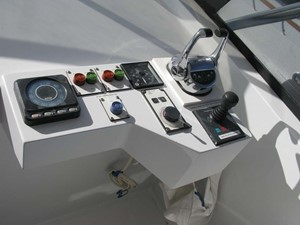 Flybridge Console to Starboard