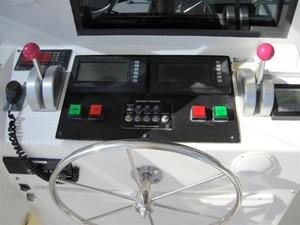 PREMIUM 12 Flybridge Aft controls