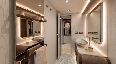 mcy76_owner_cabin_bathroom_01_0