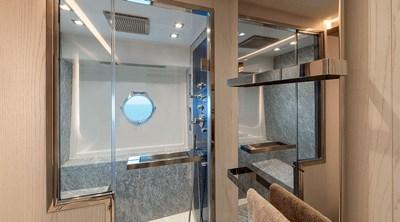 mcy76_owner_cabin_bathroom_02_0