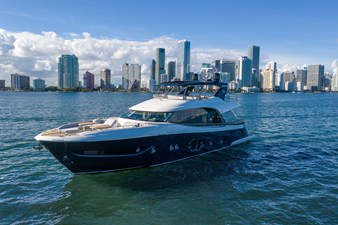 Monte Carlo Yachts MCY 76 1 01_MCY 76_Mooring