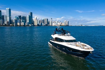 Monte Carlo Yachts MCY 76 2 02_MCY 76_Mooring
