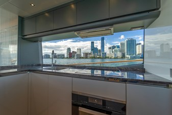 Monte Carlo Yachts MCY 76 31 06_MCY 76_Galley