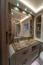 Monte Carlo Yachts MCY 76 40 15_MCY 76_Toilet