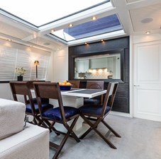 BARGE SAVVY 7 Dining Area