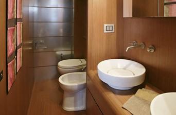 ORA O MAI PIU 15 Master Bathroom