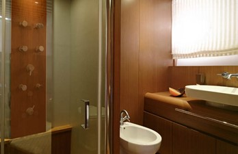 ORA O MAI PIU 18 VIP Bathroom