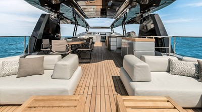 Monte Carlo Yachts MCY 105 4