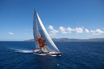 yacht-tiara-running-01