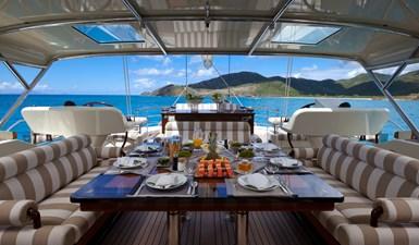 yacht-tiara-exterior-03