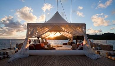 yacht-tiara-exterior-06