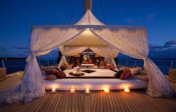 yacht-tiara-exterior-07