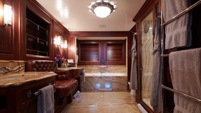 yacht-tiara-interior-2019-02