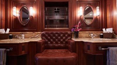 yacht-tiara-interior-2019-03