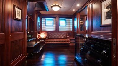 yacht-tiara-interior-2019-04