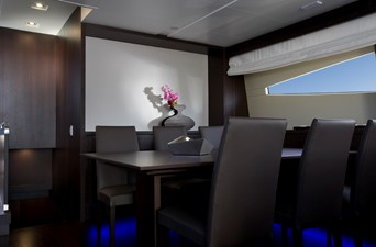 EH2 7 Saloon dining area