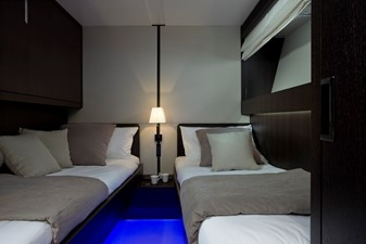 EH2 12 Twin guest stateroom