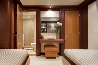 DREAM WEAVER 35 Guest Stateroom 4