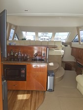 dream 5 360 Carver SS - Galley