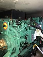 dream 27 360 Carver SS - Engine Room