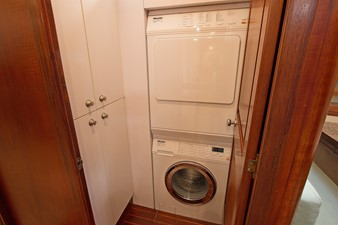 EAGLES NEST 37 Laundry