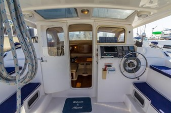 35ft 2012 Gemini 35 3 Helm and Entry