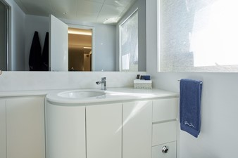 VIP 1 bathroom