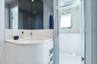VIP 2 bathroom