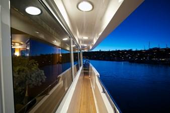 SEYCHELLE 111 side deck 3