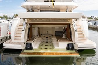 No Name Navetta 33 M Custom Line 13 Float-in Garage