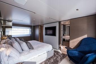 No Name Navetta 33 M Custom Line 41 Master Cabin