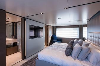 No Name Navetta 33 M Custom Line 40 Master Cabin