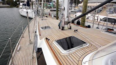 MAGNETIC SKY 28 Foredeck