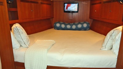 MAGNETIC SKY 22 Fwd. Cabin