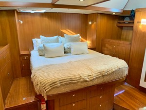 MAGNETIC SKY 10 Owner's Cabin