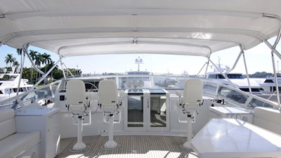 Flybridge Helm with wing stations