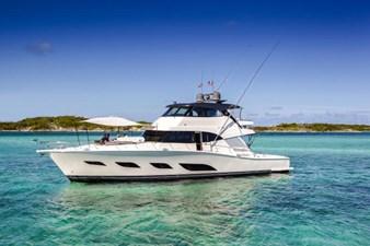 Riviera 72 Sports Motor Yacht 0 Riviera 72 Sports Motor Yacht Foredeck Cover 01.jpg