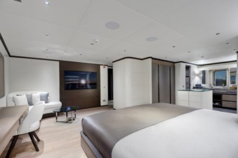 ALL ABOUT U2 8 Master Stateroom
