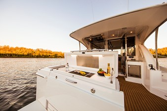 Riviera 395 SUV 6 Riviera 395 SUV 2021 RIVIERA 395 SUV Cruising Yacht Yacht MLS #252618 6