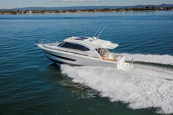 This 2019 39' Riviera 395 SUV for Sale - SYS Yacht Sales