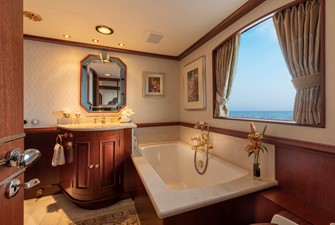 Main Deck VIP Bath