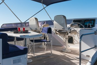 Seating area on flybridge with helm