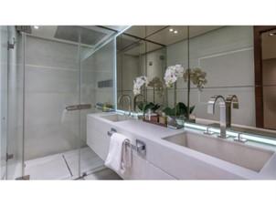 Master Bathroom: MONI 107' 2013 Vicem Motor Yacht