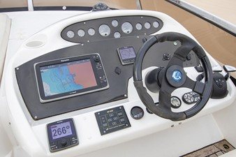Helm station on flybridge